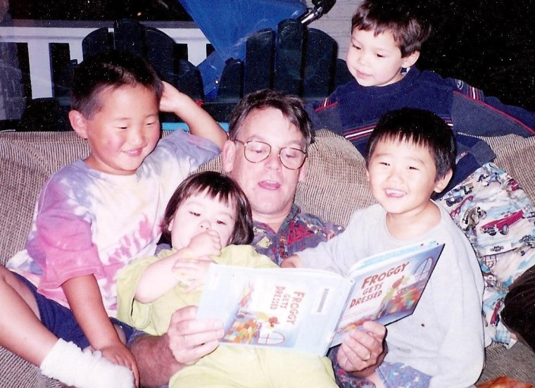 Mark reading to kids color (2)